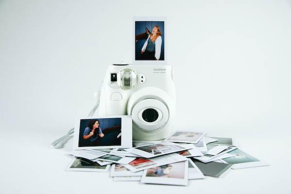 Fuji Instax. Храните фото в бумажнике?