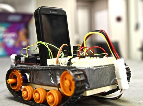 Телефон на Android стал мозгом робота