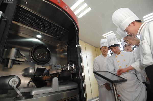 Робот-повар умеет готовить 600 блюд