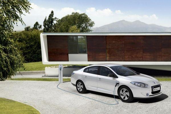 Renault: новые электромобили со съемными батареями