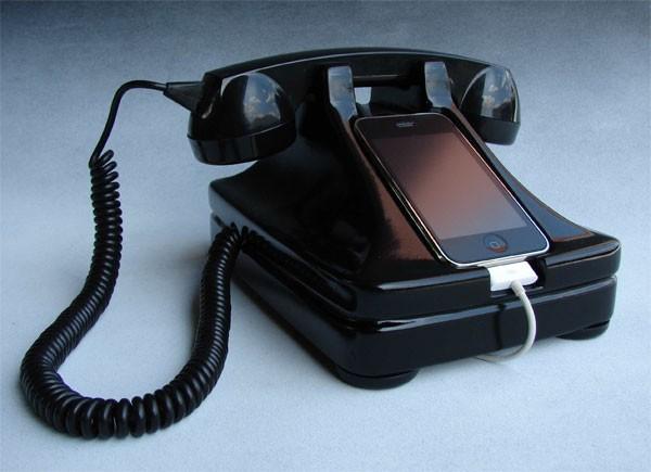 iRetrofone – док-станция для iPhone в стиле ретро