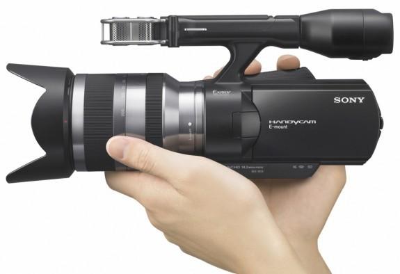 Первая любительская камера Sony со сменной оптикой