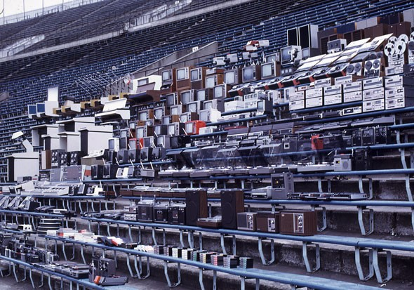 1976-й, вся продукция Sony на стадионе