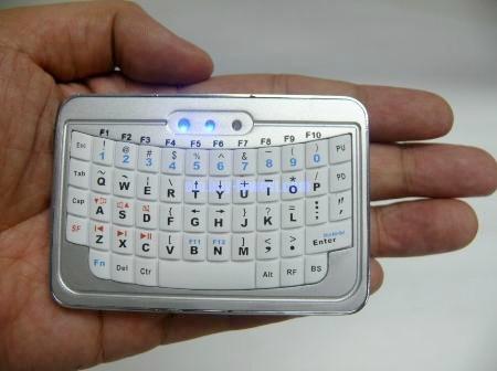 Миниатюрная беспроводная клавиатура от EFO