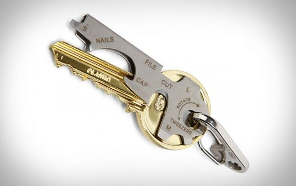 Брелок-инструмент KeyTool