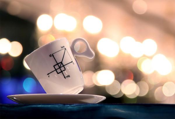 Балансирующие кофейные кружки