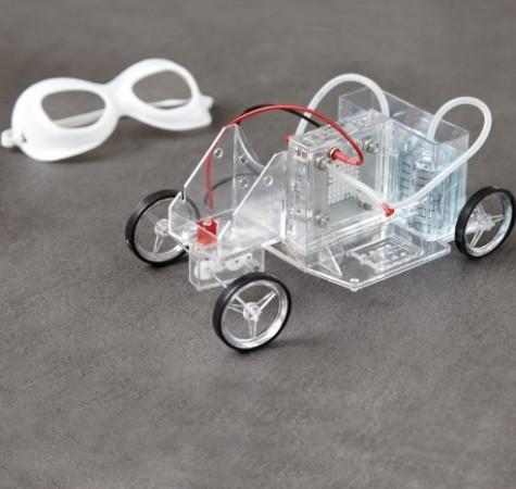 Игрушечный автомобиль, работающий на воде