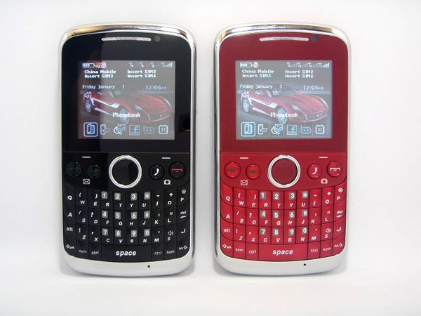 Телефон на 4 SIM-карты OTECH F1