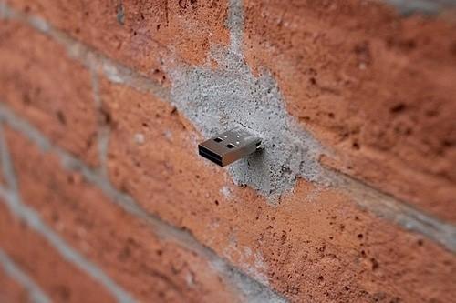 USB-флешки, замурованные в стенах