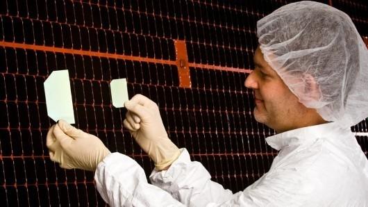 Boeing запускает солнечные ячейки с рекордным КПД