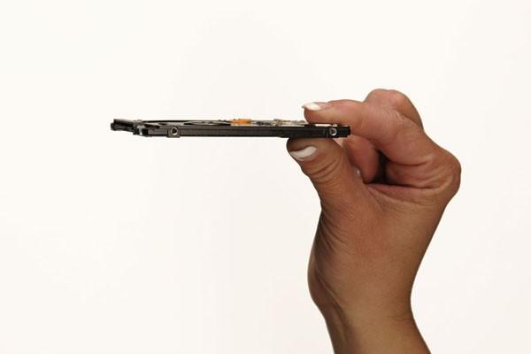 7-миллиметровый жесткий диск от Hitachi