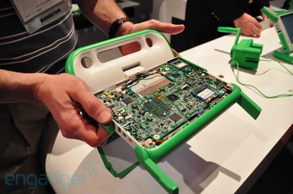 OLPC XO 1.75 потребляет всего два ватта