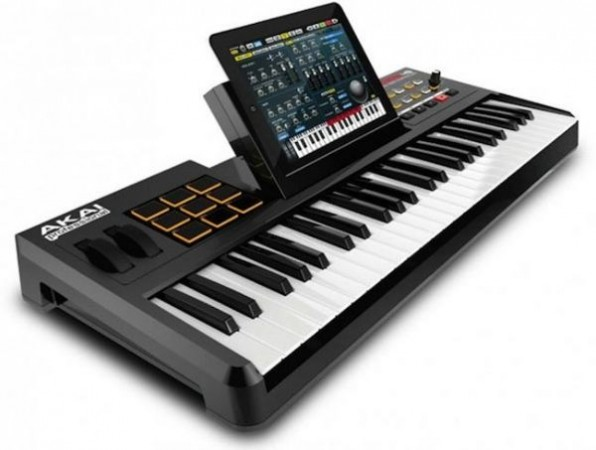 Akai SynthStation49 – док-станция для iPad Akai SynthStation49
