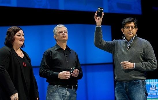 Intel дразнит ARM смартфоном на Medfield