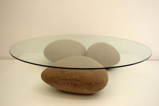 Стол Agua Table с «камнями» из утилизированного картона