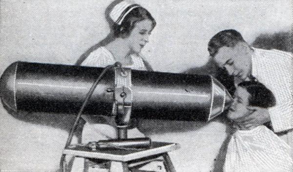362-килограммовый магнит в кабинете окулиста (июнь, 1932 г.)