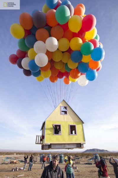 Летающий дом на воздушных шарах