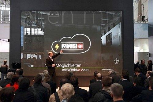 Microsoft показала 234 сенсорный дисплей на мероприятии в Германии