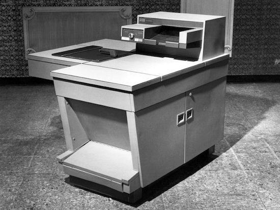 Первый копир Xerox весил под 300 килограммов и оснащался огнетушителем