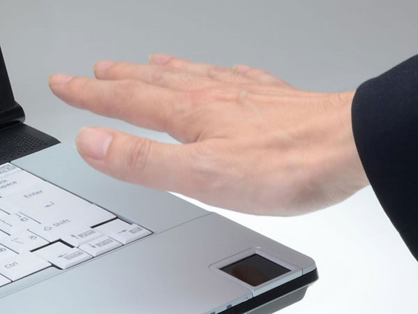 Fujitsu Lifebook E741/C оснащен бесконтактным сканером вен
