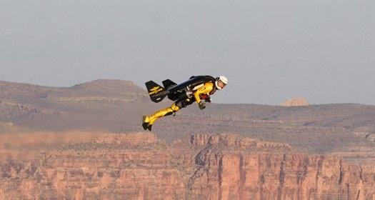 Человек-самолет: над Великим каньоном на скорости 305 км/ч