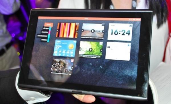Acer представила планшет Iconia M500 с ОС MeeGo и процессором Atom