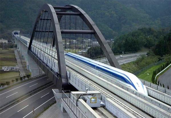 Новый японский поезд с магнитной подвеской развивает скорость 504 км/ч
