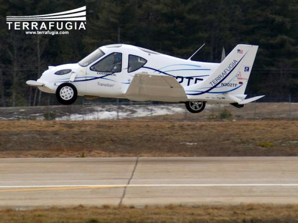 Автомобиль-самолет Terrafugia допустили на дороги
