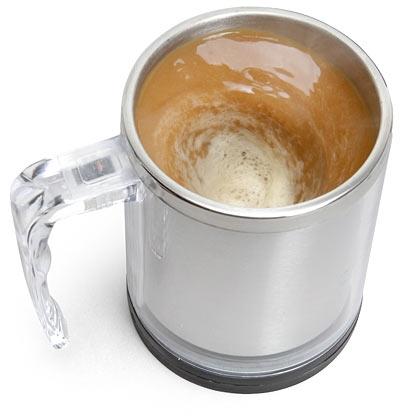 Кружка с «мешалкой» размешает кофе за тебя!