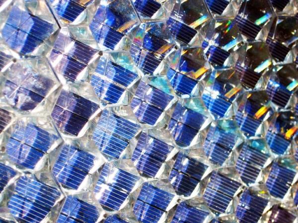 «Сотовые» солнечные панели для облицовки зданий