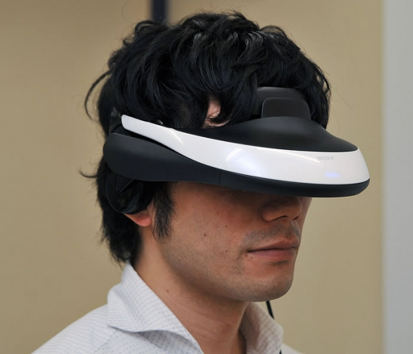 Очки виртуальной реальности Sony HMZ-T1