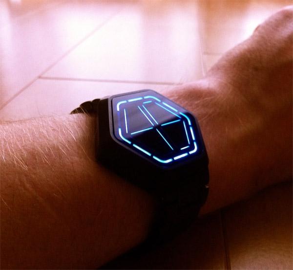 «Шестиугольные» часы от Tokyoflash