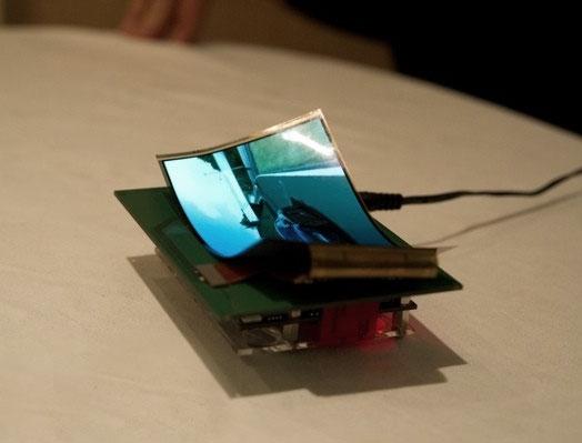 Samsung начнет выпуск гибких дисплеев в 2012 году