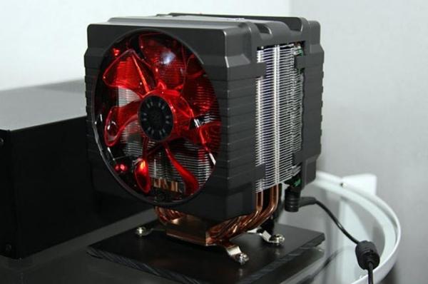 Cooler Master Hyper 212+ – кулер с компьютером внутри