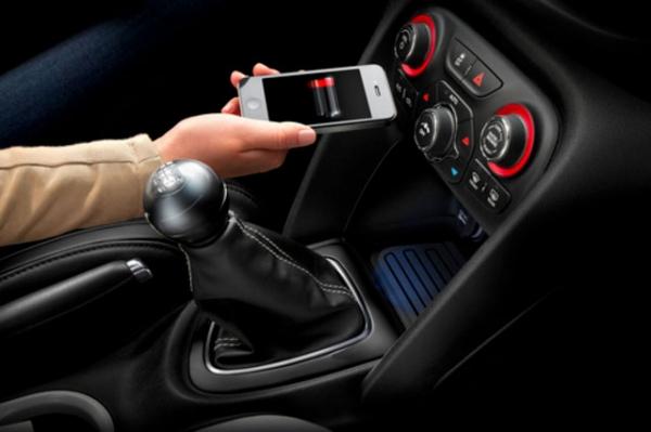 Chrysler представляет встраиваемое беспроводное зарядное устройство для автомобилей
