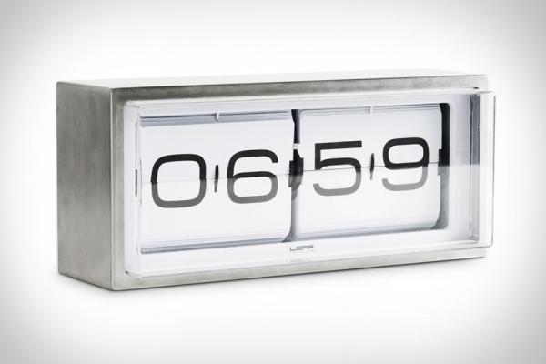 Стальные часы в виде «кирпича» с перекидным механизмом