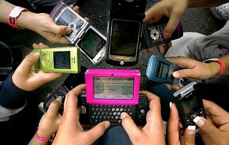 Мобильные телефоны признали вымирающим видом