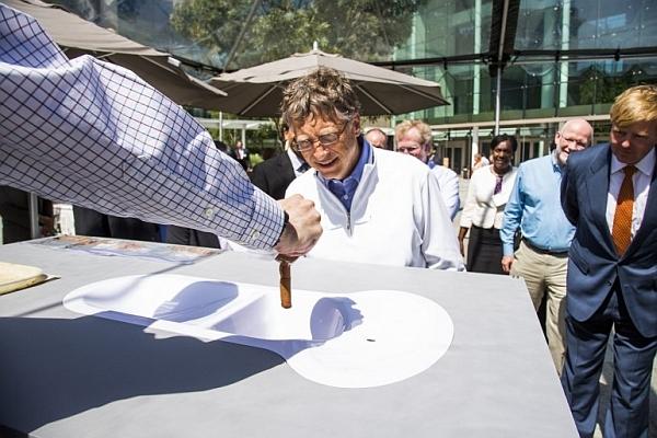 Билл Гейтс занялся изобретением универсального туалета
