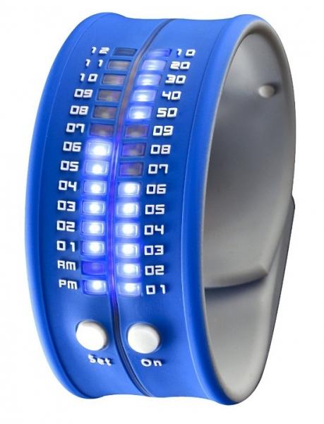 Наручные часы в виде браслета со светодиодным циферблатом