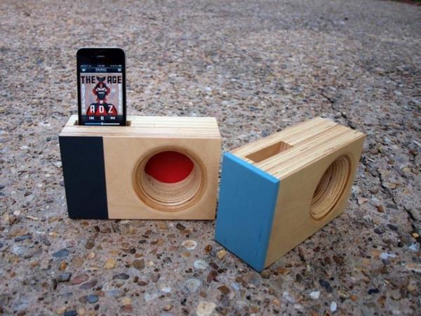 DOCK Box – деревянная док-станция для iPhone