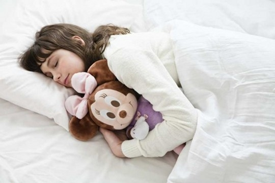 Дышащая кукла Минни поможет детям заснуть