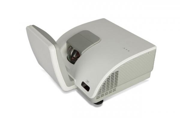 Vivitek D7180HD – проектор с самым низким проекционным отношением