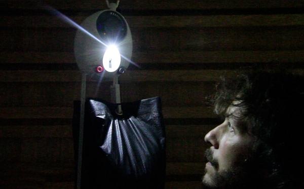GravityLight – светильник, работающий на гравитации