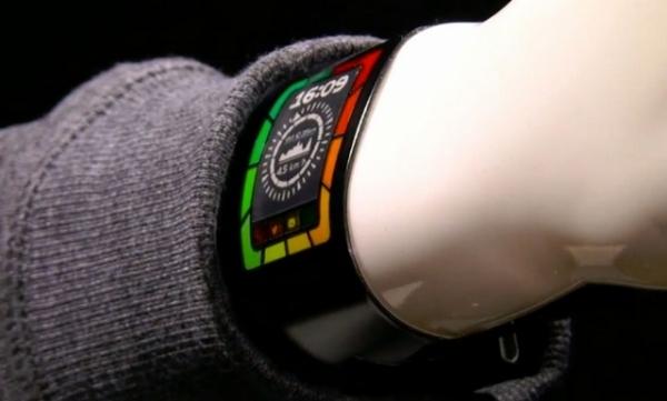 Plastic Logic показала гибкие умные часы