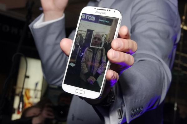 На прилавках магазинов появился самый ожидаемый телефон года