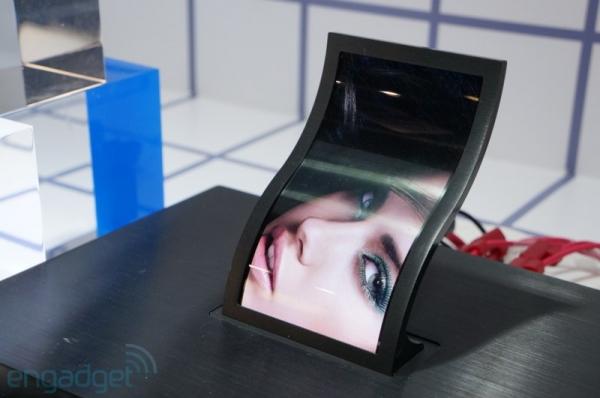 LG показала гибкий 5'' дисплей