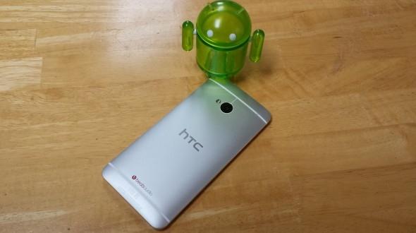 HTC работает над «Google-версией» смартфона One со стковой ОС Android