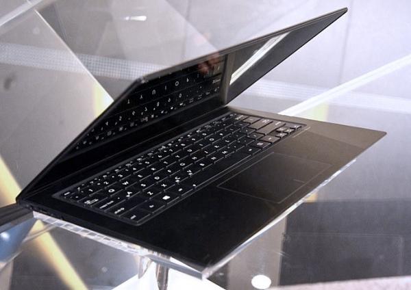 ASUS Zenbook Infinity: Gorilla Glass 3, сенсорный экран и клавиатура с подсветкой