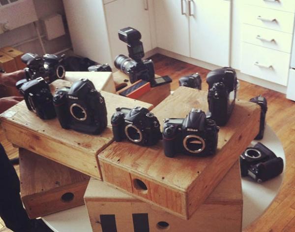 Фотограф создал «симфонию фотозатворов» зеркалок Nikon