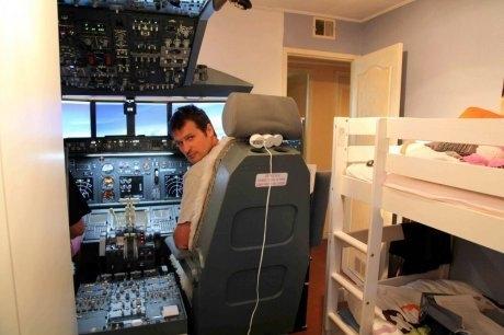 Любитель авиасимуляторов установил в детской настоящую кабину от 737-го